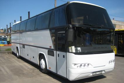 ...намерена с помощью водителей международных автобусов раздать пассажирам тысячи светоотражающих элементов, сообщил...